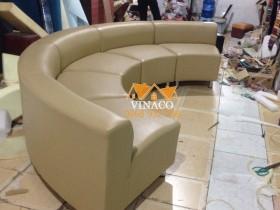 Kiểu ghế sofa hình vòng cung độc đáo cho phòng khách