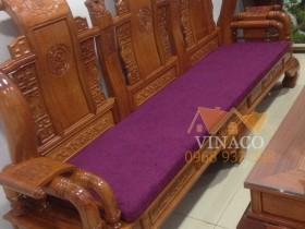 Bộ đệm ghế màu tím mang sắc thái đặc trưng của Huế