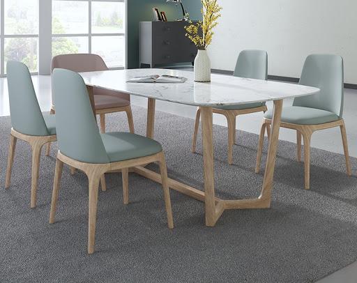 Bọc ghế bàn ăn làm tăng không khí gia đình