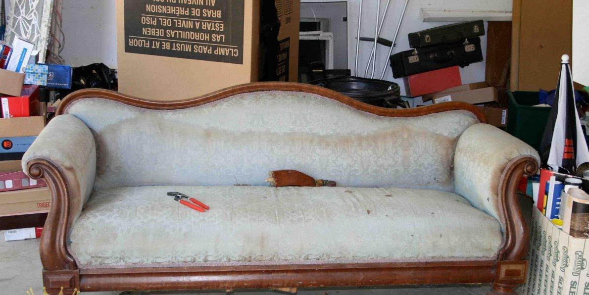 Ghế sofa bị hư hỏng nặng, nên giải quyết như thế nào?