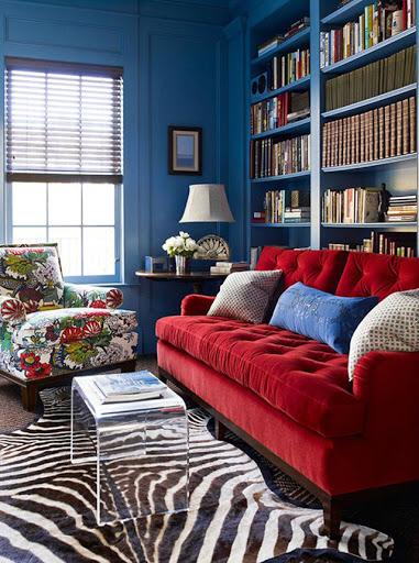 Ghế sofa màu đỏ mang đậm chất sang trọng cho phòng khách