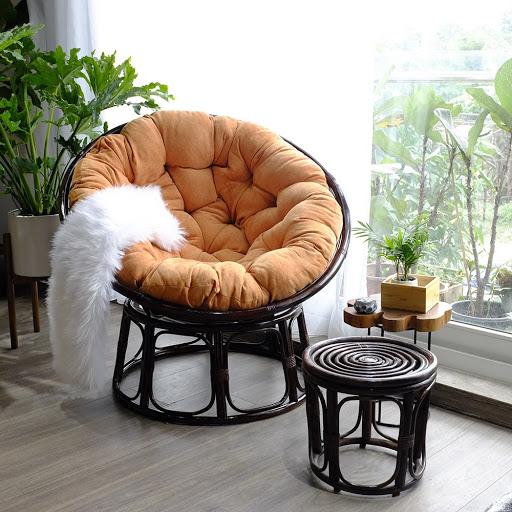 Không gian đọc sách lý tưởng cùng ghế mây và bọc ghế sofa