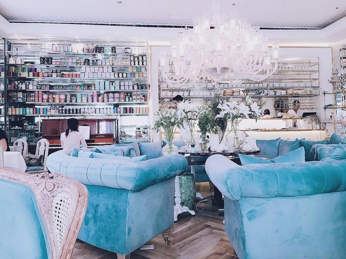 Những ý tưởng chọn mua ghế sofa cho quán cafe thêm xinh