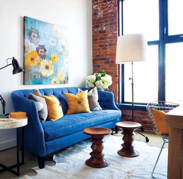 Sofa màu xanh dương cho căn phòng khách hiện đại.